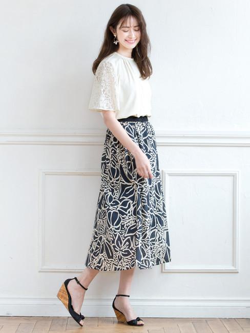 Cutsew edi-60130040 ¥16,500 (税込) size/ 36,38,40  color/ 12  Skirt edi-60130057 ¥21,780 (税込) size/ F  color/ 06