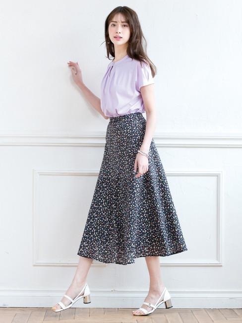 Cutsew edi-60130130 ¥13,200  (税込) size/ 36,38,40  color/ 52  Skirt edi-60130147 ¥23,100  (税込) size/ 38,40  color/ 06