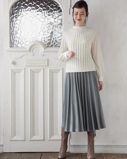 Pullover edi-60070141 ¥21,000+tax size/ 36,38,40  color/ 03  Skirt edi-60070087 ¥23,000+tax size/ 36,38,40  color/ 63
