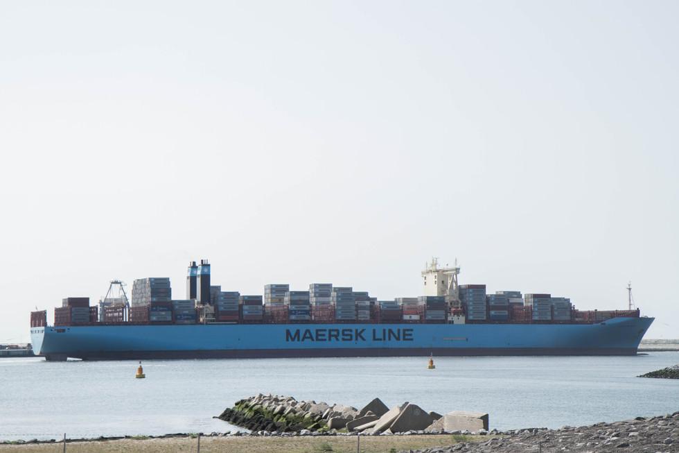Porte-conteneurs Capesize - port de Rotterdam