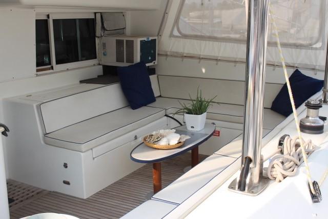 Cockpit Lagoon 440. 2