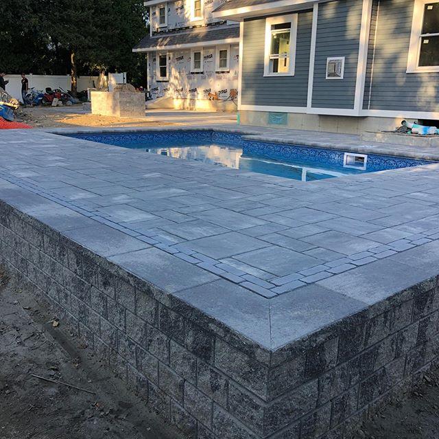 Pool patio using Beacon Hill Flagstone c
