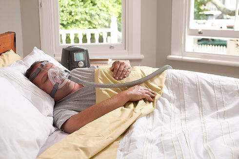 Simplus_Icon+-Man_In_Bed_With_Mask_and_C