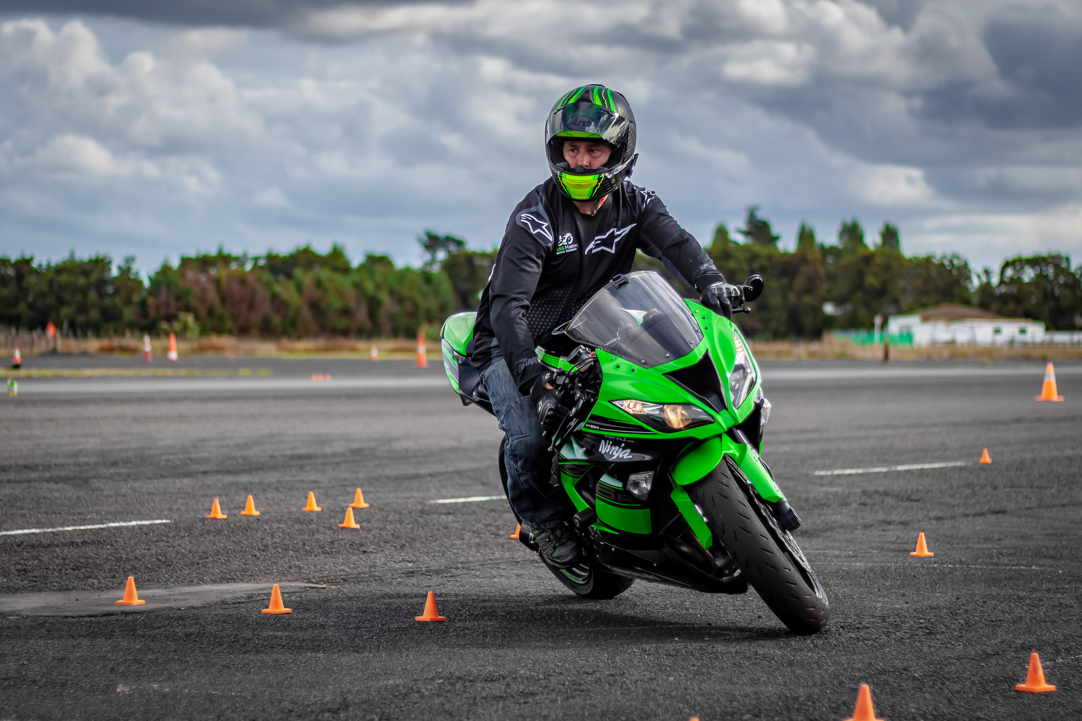Tight turns on a ZX636R