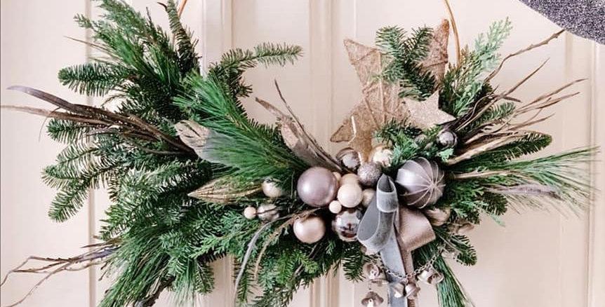 Christmas on door 01