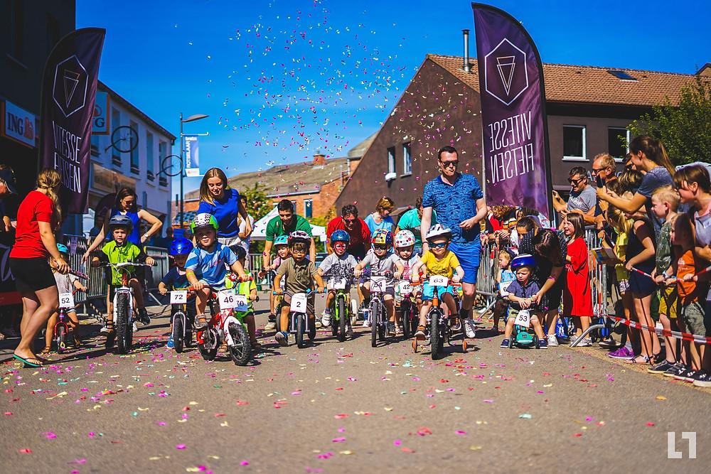 Start 4de Vitesse Kinnekeskoers 2019 kinderen op fietsjes