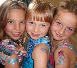11025370-glitter-tattoos-children_135894