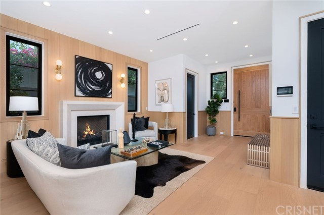 12221 Valleyheart | Studio City Homes for sale.