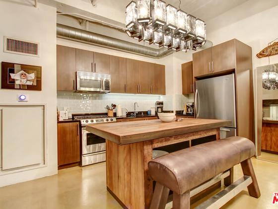 Kitchen in unit M11