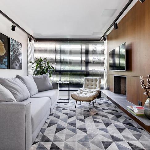 Apartamento de um casal jovem em cores neutras