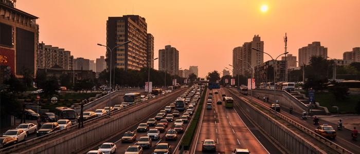 Dirigir sem gasolina: entenda como funciona um carro elétrico
