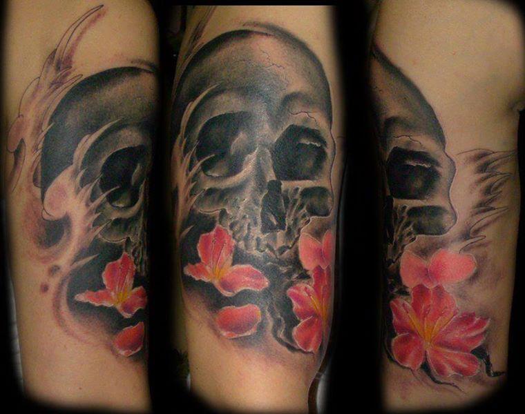 Girly Skull - Waves- Flowers