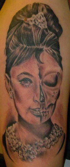 Audrey Hepburn / Skull