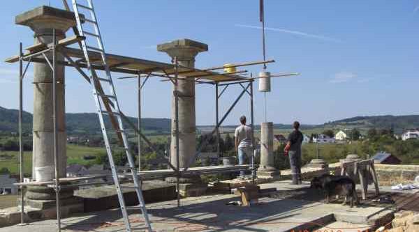 Säulen aufstellen