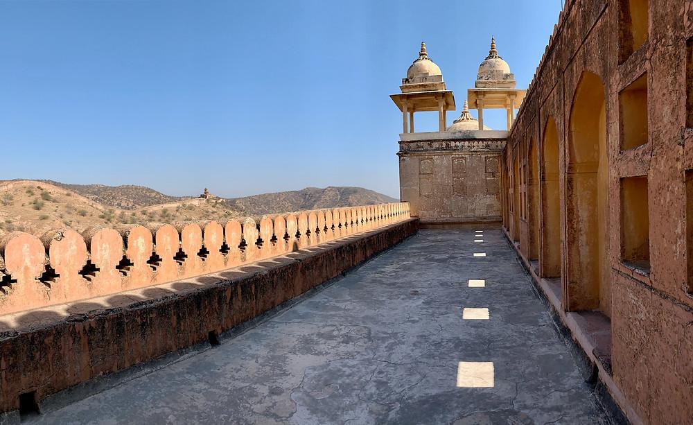 Schattenspiele auf dem Dach des Forts