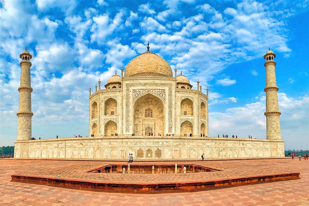 Das Taj Mahal von der Seite. Perfekte Symmetrie