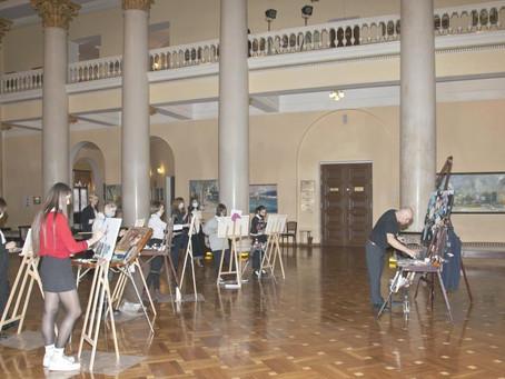 Выставка Игоря Венского «Портрет Сочи. Связь времен» открылась в Зимнем театре