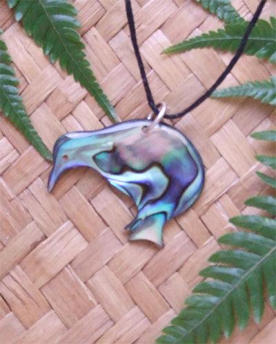 "NZ ""Fly Kiwi"" Hand Crafted Paua Shell Pendant  8071"
