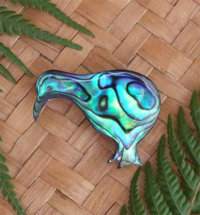 """""""Kiwi"""" Hand Carved Paua Shell Brooch (6070bx)"""