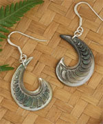 """Spiral Waves"" Black Pearl Shell Silver Earring - 92235bx"