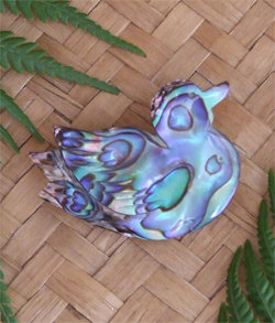 "Cute Little ""Ducky' Carved Paua Shell Brooch (6016bx)"