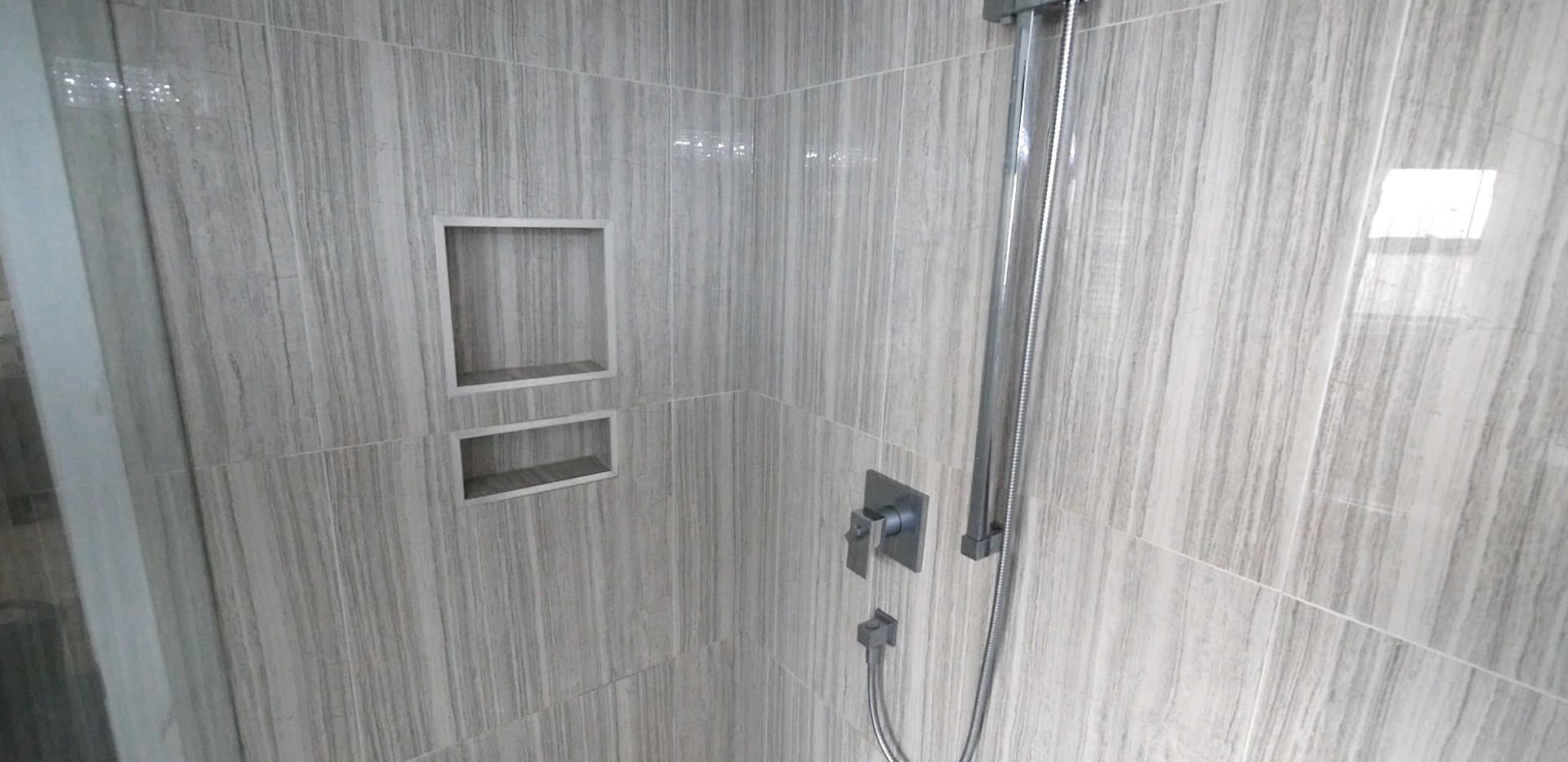 Ensuite Bathroom 23.jpg