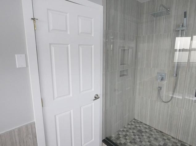 Ensuite Bathroom 10.jpg