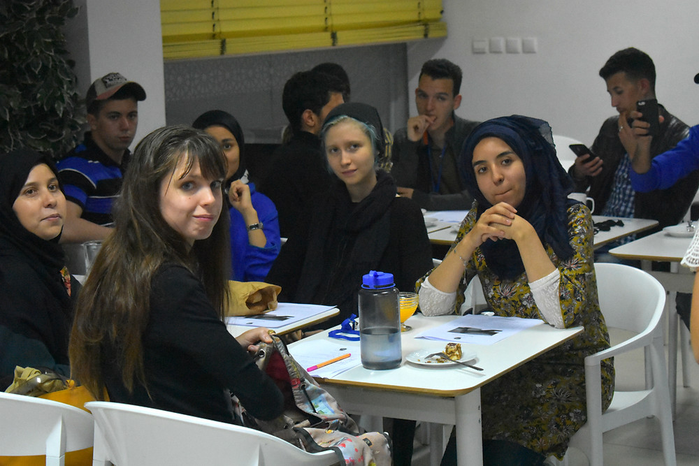 Students and Moroccans discuss at the Arabic Language Cafe