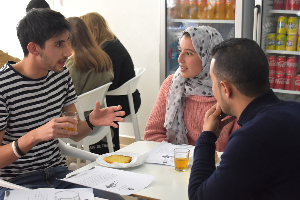 Arabic language students discuss at the Language Cafe