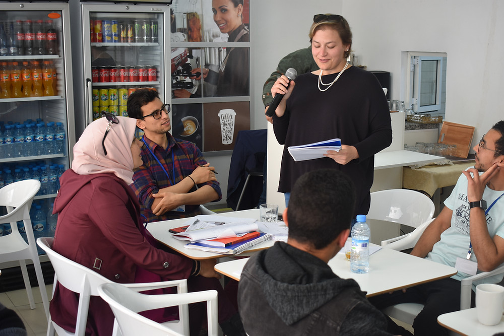 Students practice Arabic at the Language Cafe