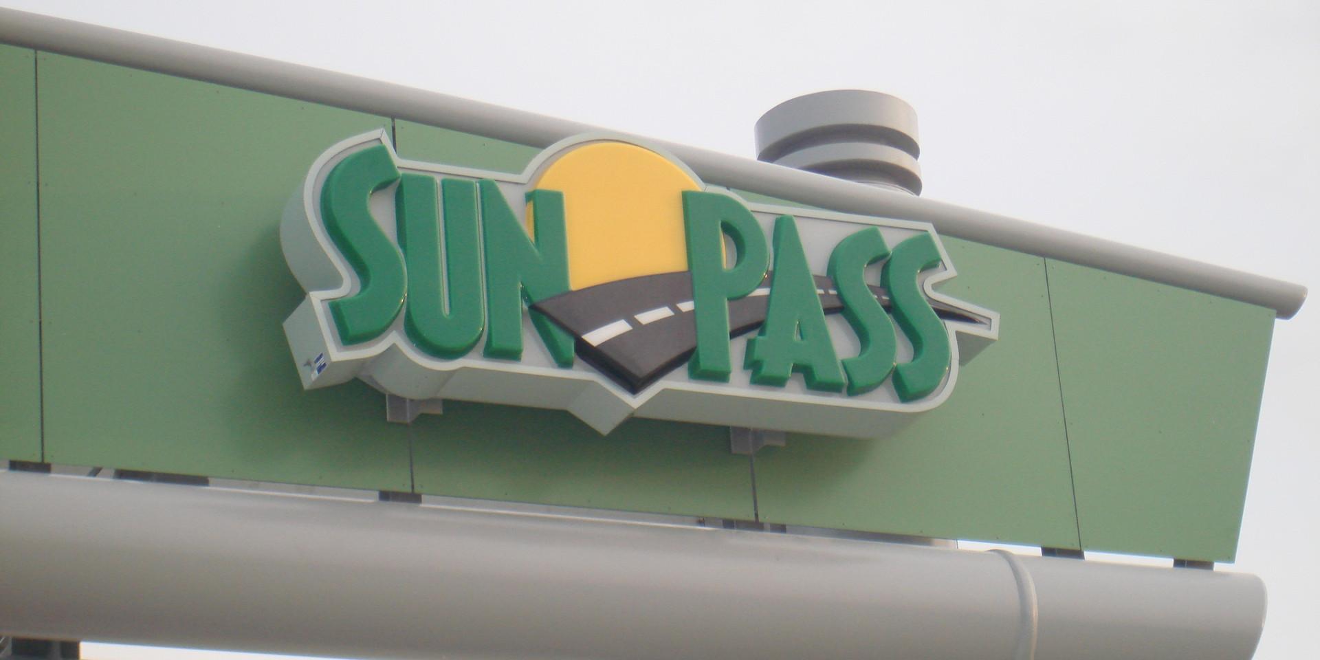 south-gantry-sunpass-sign.jpg