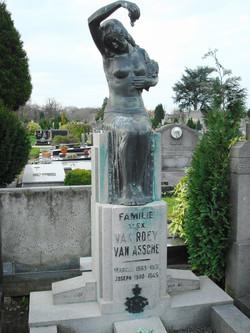 Grafmonument Van Roey, begraafplaats Berchem, perk 29R
