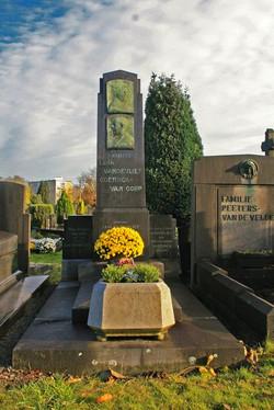 Graf Leon Vandevliet, begraafplaats Berchem, perk 26C