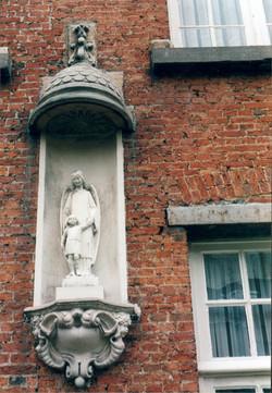 Engelbewaarder, Godshuis Almaras, Paardenmarkt, Antwerpen