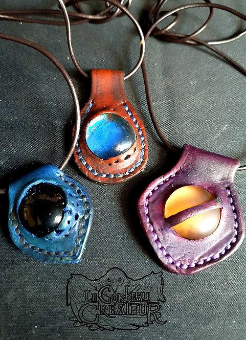 Pendentif en cuir avec inclusion de perle d'eau