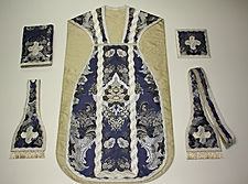 Ornamentos litúrgicos. Traditional Liturgical vestments. Vestments sacrees