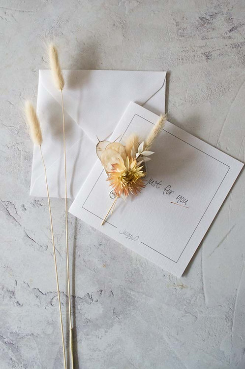 Flower gift card with a flower button