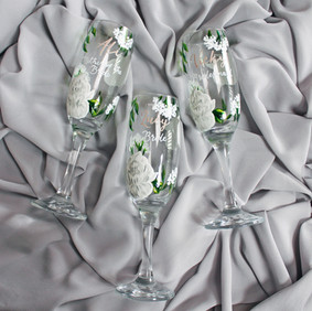 White with Peacan Colour Name Floral Flutes