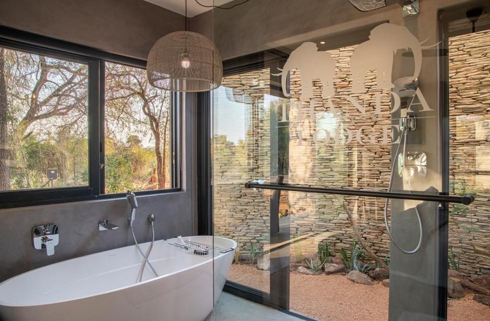 Elepehant Point Lodge Frameless Showers.