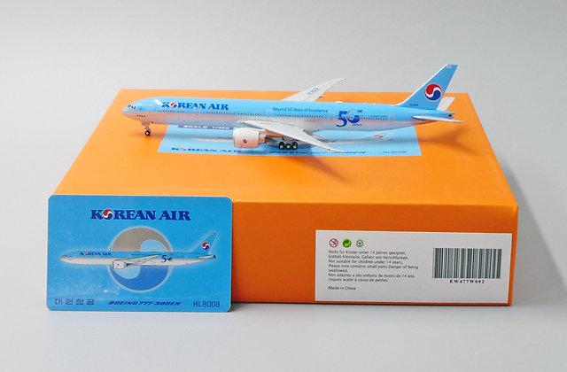 Korean Air B777-300ER Reg: HL8008 JC Wings Scale 1:400 Diecast Model EW477W002