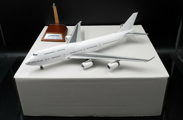 Blank B747-400 With RR Engine JC Wings 1:200 Diecast Models XX2950