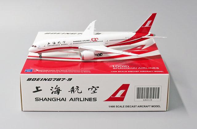 Shanghai B787-9 100th Reg: B-1111 With Aircraft tug truck JC Wings 1:400 LH4128
