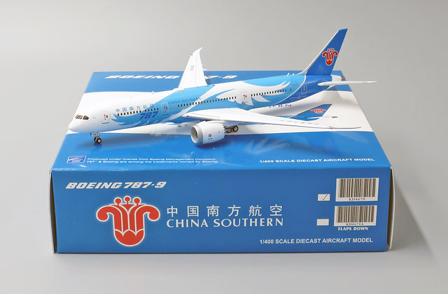 China Southern B787-9 Reg:B-1242 With Aircraft tug truck JC Wings 1:400 KD4679