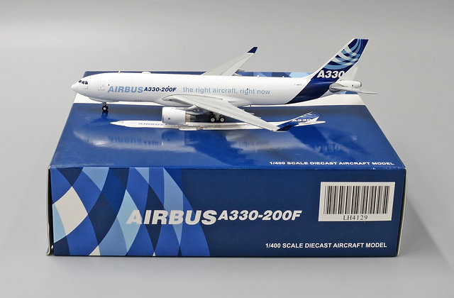 AirBus House A330-300F Cargo F-WWYE With Aircraft tug truck JC Wing 1:400 LH4129