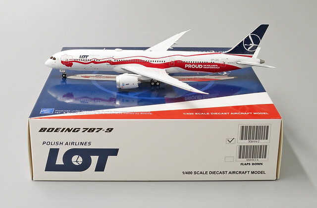 LOT B787-9 Special color Reg: SP-LSC With Aircraft tug truck JC 1:400 XX4062
