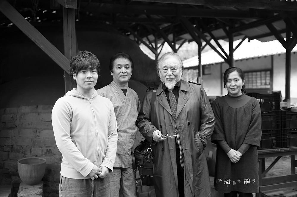 写真中央は俳優横内正さん