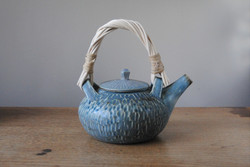 Reed handle munchkin carved teapot