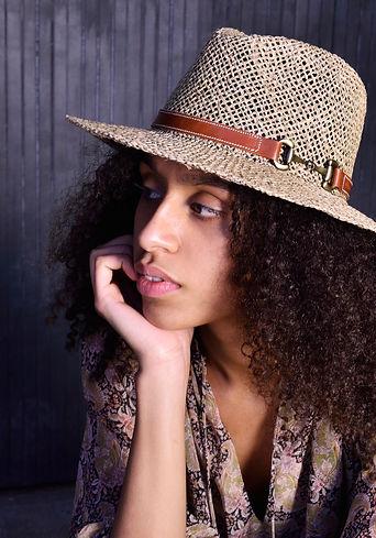 AMAZONA_sombrero_1.jpg