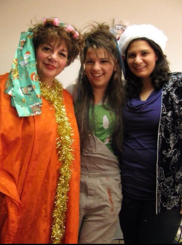 Aly and her mom and sister pose backstage before the show
