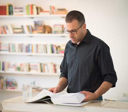 ספר וספרייה, אין צורך ברמזים נוספים לגבי המצולם .